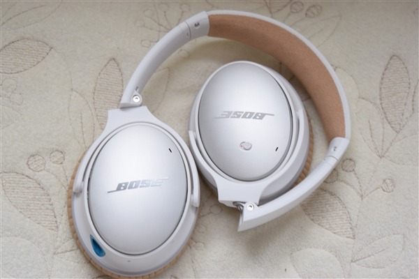 Bose® QuietComfort® 25 Acoustic Noise Cancelling headphones 1