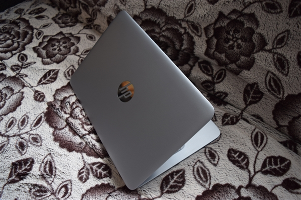 HP EliteBook 725 G3 斜め上から