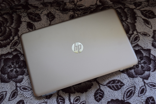 hp-pavilion-15-au000-gold